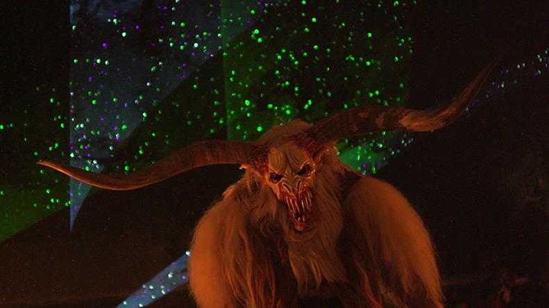 Eine Maske eines Monsters bei der Altreichenauer Raunacht