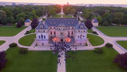 Luftaufnahmen von Dresdener Palais mit einer Drohne beim Sonnenuntergang
